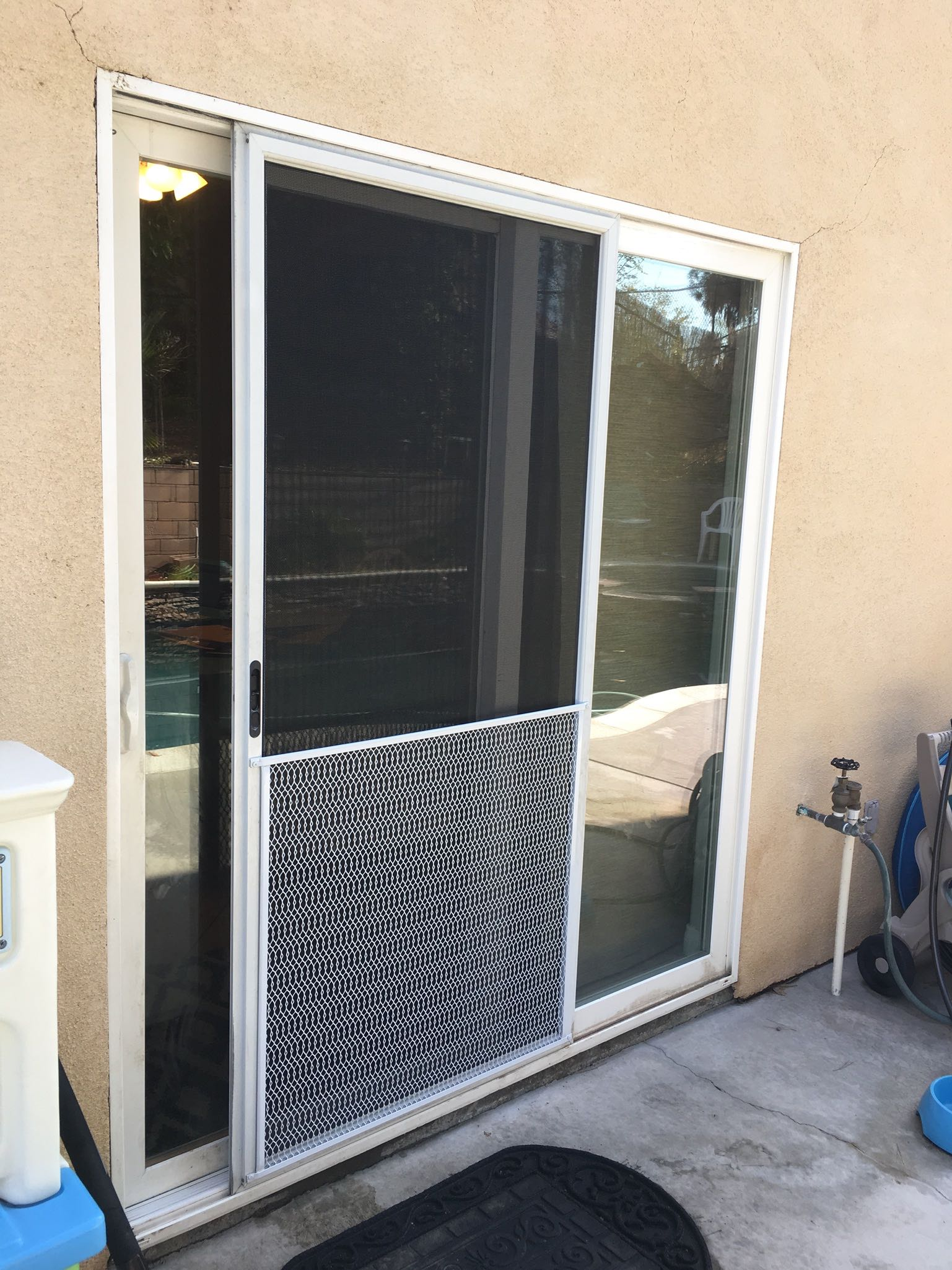 Sliding Screen Door with Pet Mesh \u2014 Canyon Lake CA & Sliding Screen Doors \u2013 Mobile Screen Shop
